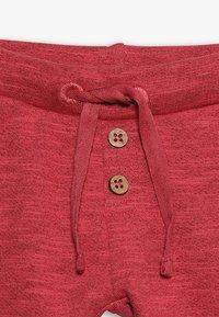 Noppies - PANTS REGULAR CAZENOVIA BABY - Stoffhose - garnet rose - 4