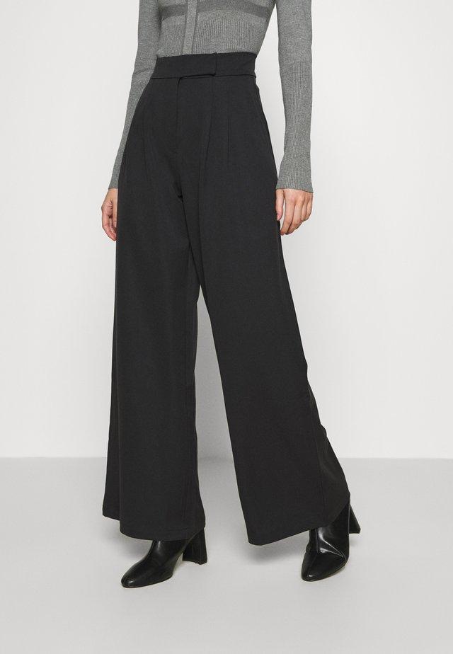 HIGH WAIST WIDE LEG TROUSERS - Pantalon classique - black