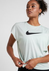 Nike Performance - DRY SIDE TIE - T-shirt imprimé - pistachio frost/black - 3