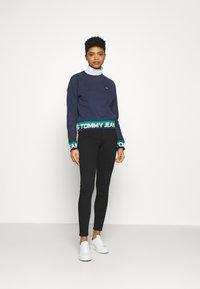 Tommy Jeans - BRANDED HEM - Sweatshirt - twilight navy - 1