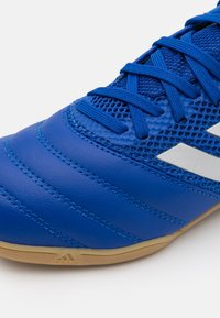 adidas Performance - COPA 20.3 FOOTBALL SHOES INDOOR UNISEX - Halové fotbalové kopačky - royal blue/silver metallic - 5