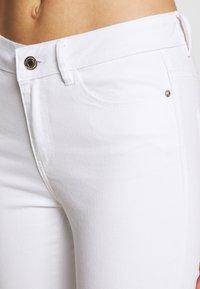 Vero Moda - VMHOT SEVEN ANKLE ZIP PANTS - Jeans Skinny Fit - bright white - 5