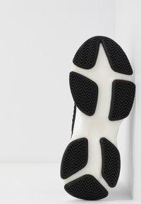 Steve Madden - Zapatillas - black/white - 6