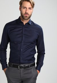 Selected Homme - SLHSLIMNEW MARK SLIM FIT - Camicia elegante - navy blazer - 0
