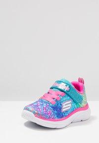 Skechers - WAVY LITES - Tenisky - multicolor/hot pink - 2