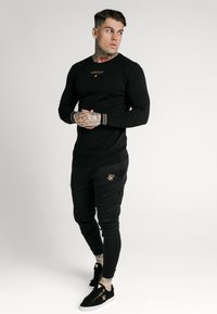 SIKSILK - ELEMENT GYM TEE - Long sleeved top - black/gold - 1