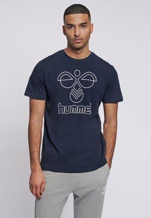 HMLPETER  - Print T-shirt - black iris