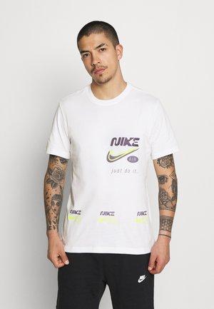 TEE MULTIBRAND  - T-shirt med print - white