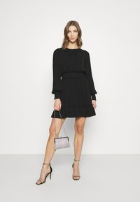 Forever New - JESSICA LONG SLEEVE SMOCK DRESS - Day dress - black - 1