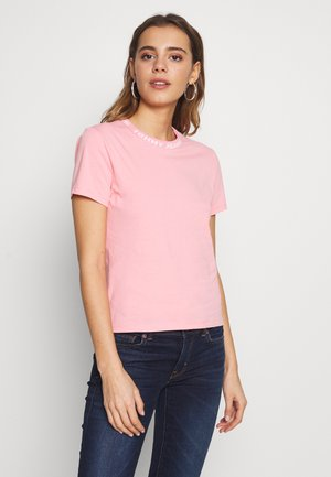 BRANDED NECK TEE - Jednoduché triko - pink icing