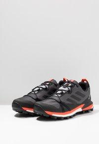 adidas Performance - TERREX SKYCHASER LT GTX - Trail running shoes - grey three/core black/active orange - 2