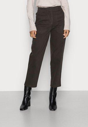 PANTS MODERN BARREL LEG HIGH WAIST POCKET - Jeans straight leg - deep walnut