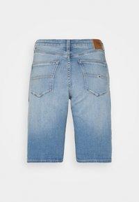 Tommy Jeans - MID RISE - Denim shorts - tess light blue - 8