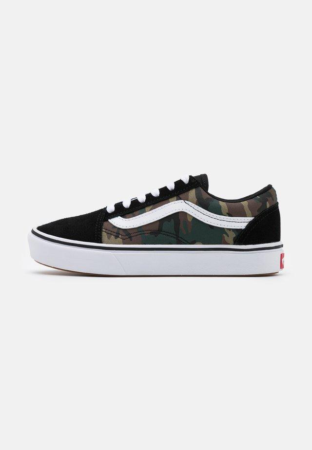 COMFYCUSH OLD SKOOL - Sneakers laag - black/true white
