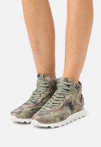 Kennel + Schmenger - ICON - Sneakers hoog - oliv - 0