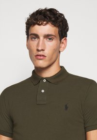 Polo Ralph Lauren - SLIM FIT MODEL - Polo - company olive - 5
