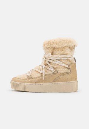CALESSA - Zimní obuv - ivoire/or