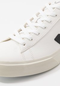 Veja - CAMPO - Baskets basses - white/black - 7