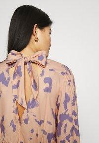 Closet - V-BACK WITH BOW MIDI DRESS - Day dress - peach - 4