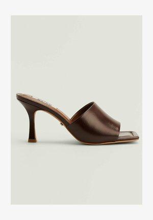 STILETTO- MIT GEPOLSTERTER SOHLE - Sandals - chocolate