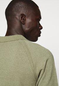 CLOSED - Polo shirt - soft khaki - 5