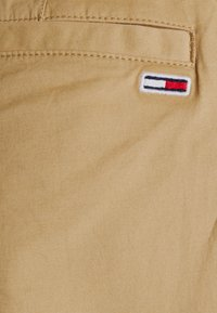 Tommy Jeans - ETHAN JOGGER - Cargo trousers - classic khaki - 6