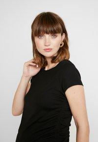 Cotton On - SIDE TIE SHORT SLEEVE - Camiseta estampada - black - 3