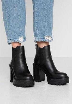 KAMORA - Højhælede støvletter - black paris
