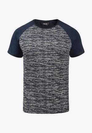 MEVIO - Print T-shirt - insignia blue