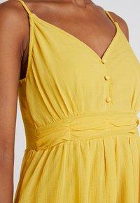 Vero Moda - VMMARLYN SINGLET DRESS - Juhlamekko - spicy mustard - 5