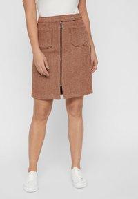 Vero Moda - VMTOYA HERRINGBONE SKIRT - A-line skirt - cognac - 0