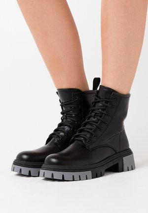 VEGAN VENDETTA - Platform ankle boots - black/grey