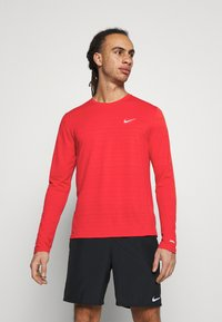 Nike Performance - MILER - Funktionströja - university red/silver - 0