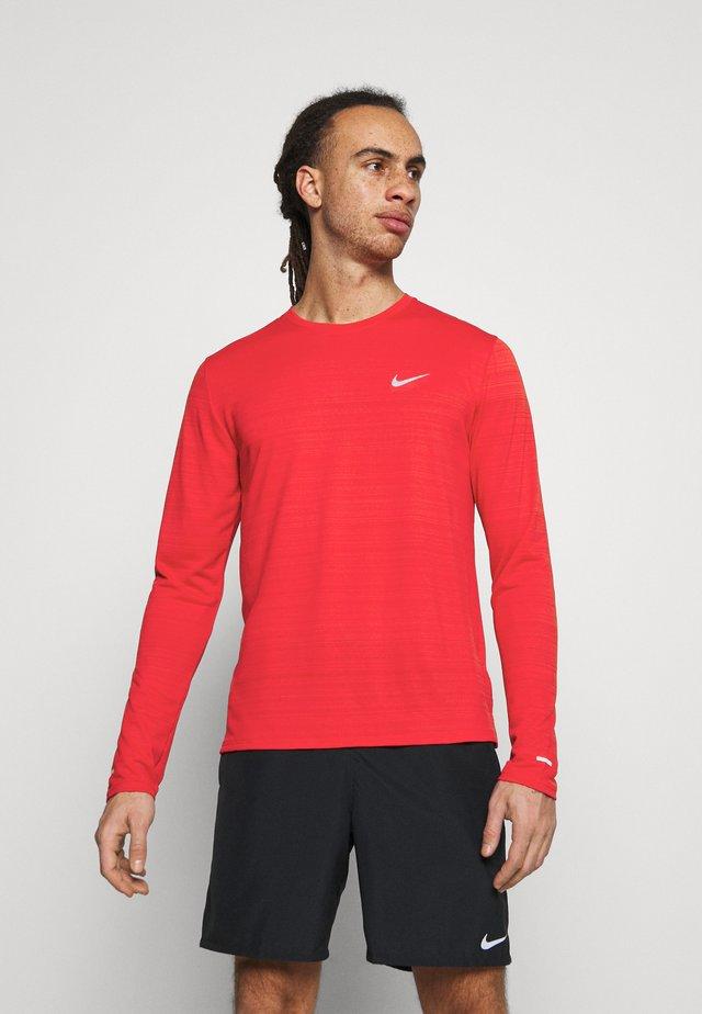 MILER - Sports shirt - university red/silver
