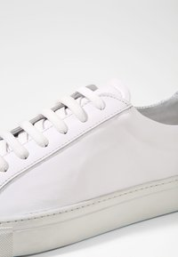 GARMENT PROJECT - TYPE - Zapatillas - white - 5
