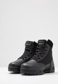 Hi-Tec - MAGNUM CLASSIC MID - Hiking shoes - black - 2