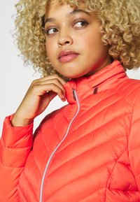 Simply Be - PACKAWAY SHORT LIGHTWEIGHT PADDED JACKET WITH CONCEALED HOOD (SH - Light jacket - coral - 5