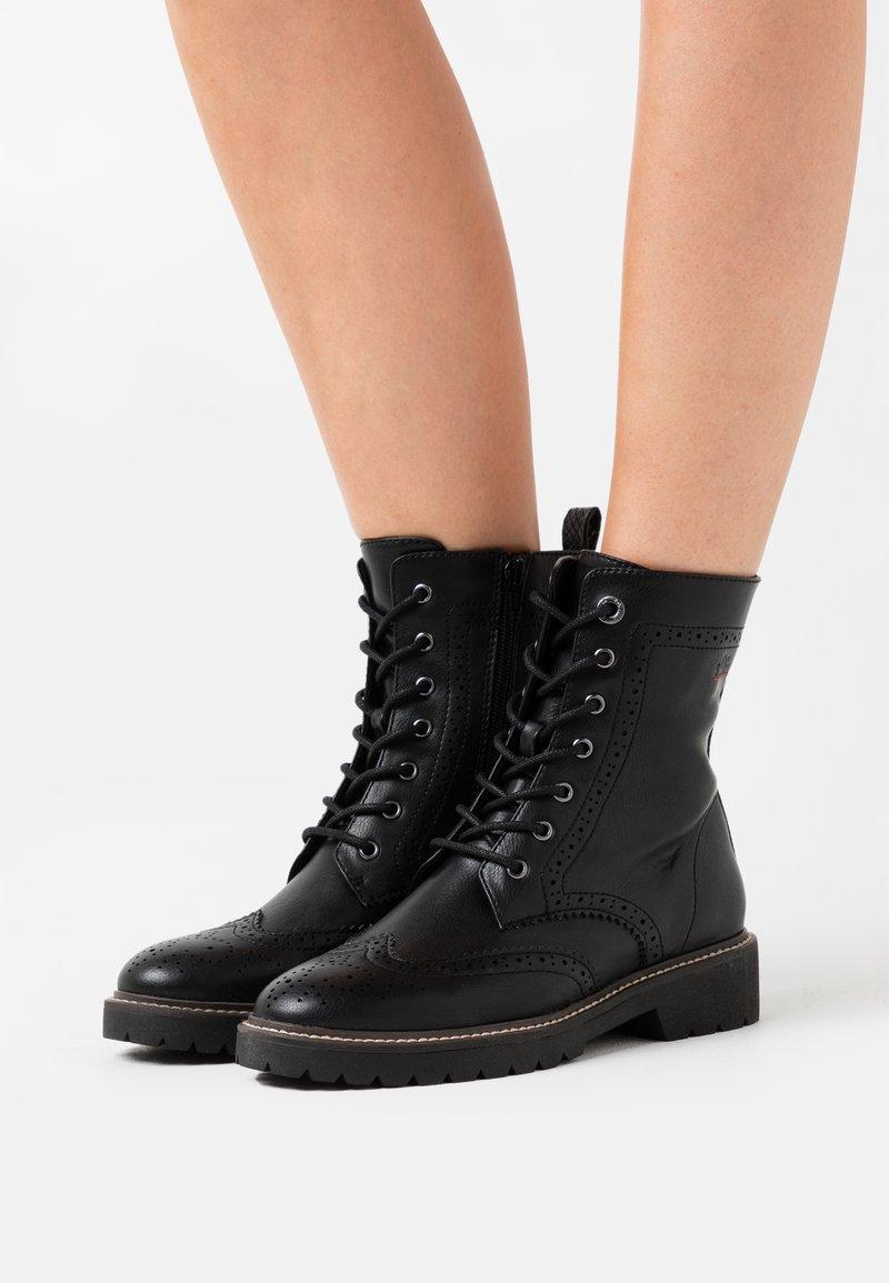 s.Oliver - BOOTS - Kotníkové boty na platformě - black
