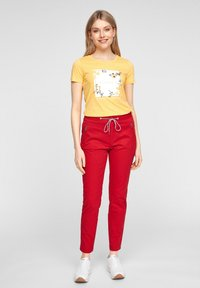 s.Oliver - MIT ARTWORK - Print T-shirt - yellow placed print - 1
