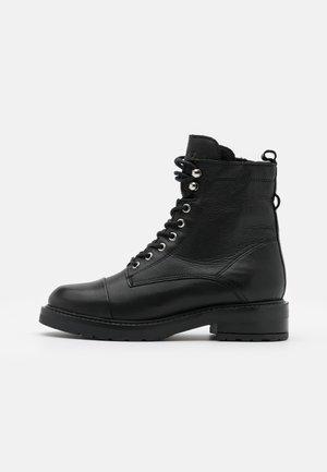 CHARLEY  - Veterboots - black garda/silver