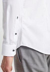 Seidensticker - BUSINESS KENT PATCH EXTRA SLIM FIT - Formal shirt - white - 5
