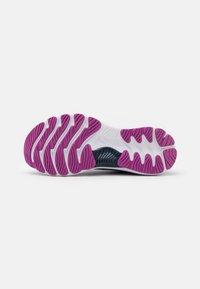 ASICS - GEL NIMBUS 23 - Chaussures de running neutres - grand shark/digital aqua - 4