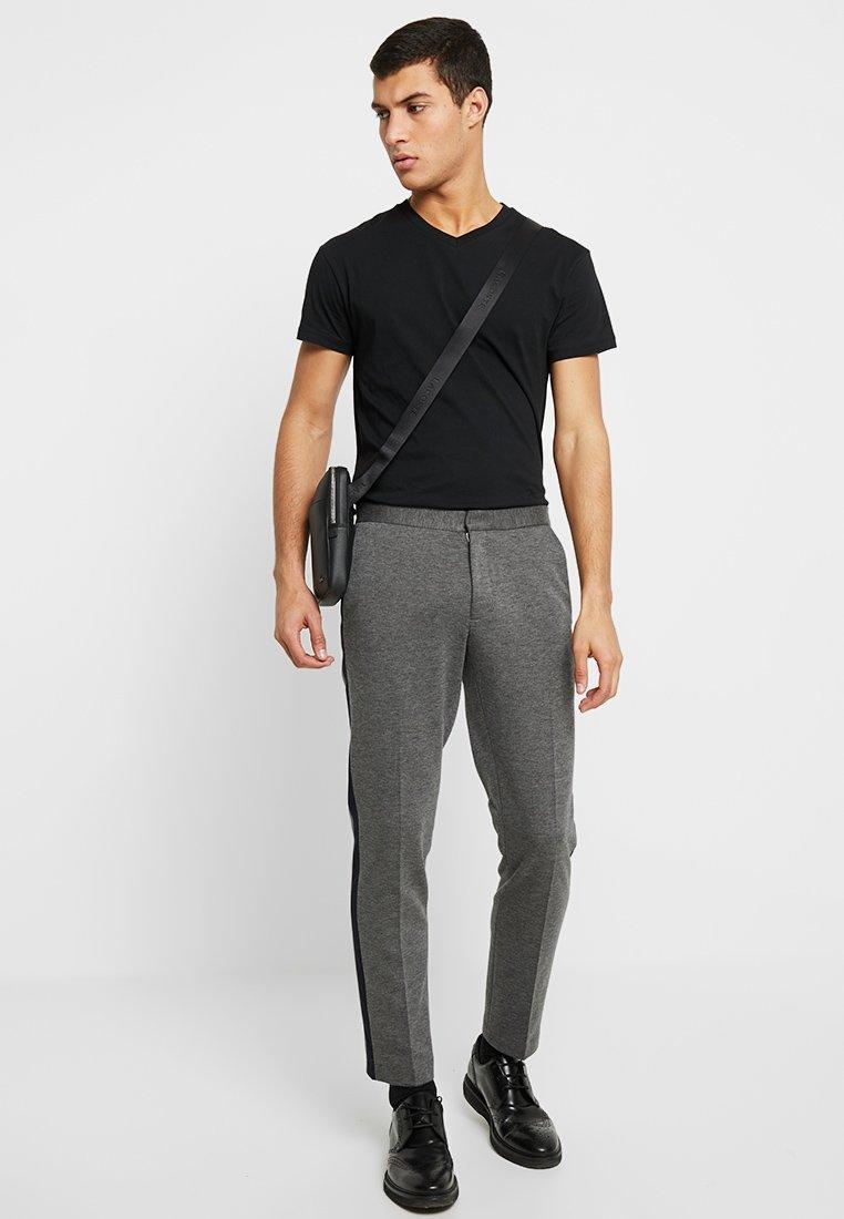 Samsøe Samsøe KRONOS - T-Shirt basic - black/schwarz LjUsND