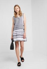 CECILIE copenhagen - DRESS - Vapaa-ajan mekko - black/white - 1