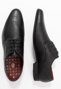 Burton Menswear London - FREDDY - Zapatos con cordones - black - 1