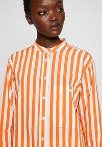 CLOSED - ROWAN - Button-down blouse - mango - 6
