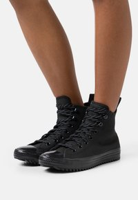 Converse - CHUCK TAYLOR ALL STAR WATER RESISTANT HIKER - High-top trainers - black/lemon - 0