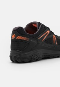 Mammut - GIRUN HIKE LOW GTX MEN - Hiking shoes - black/vibrant orange - 5