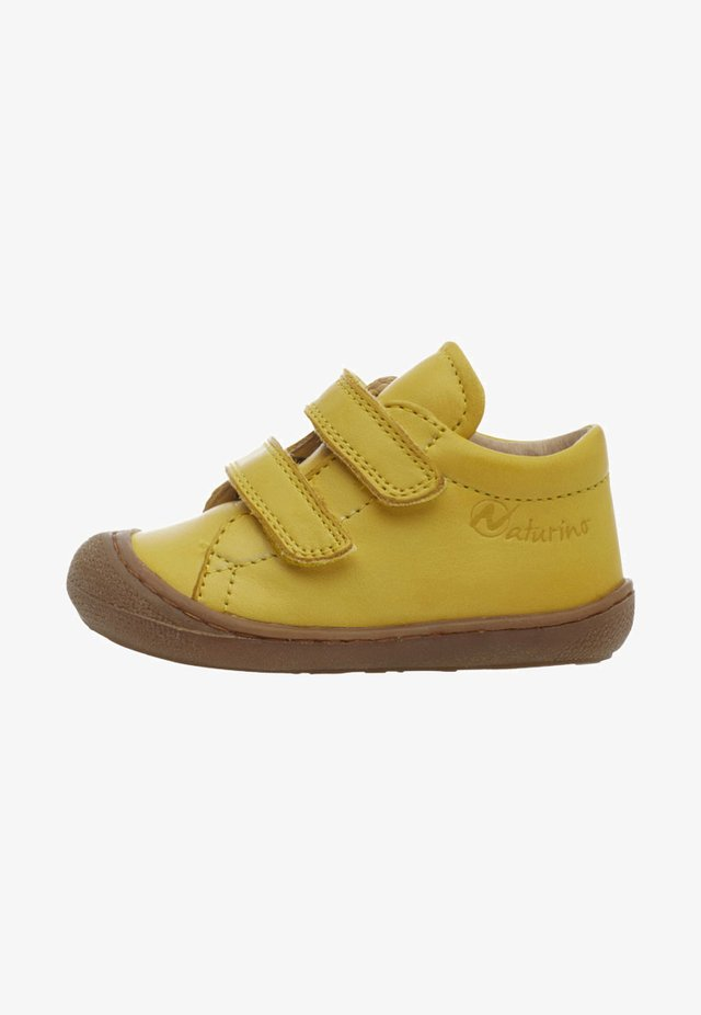 COCOON - Baby shoes - yellow