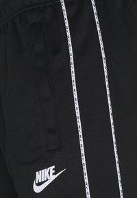 Nike Sportswear - REPEAT - Shorts - black/white - 5